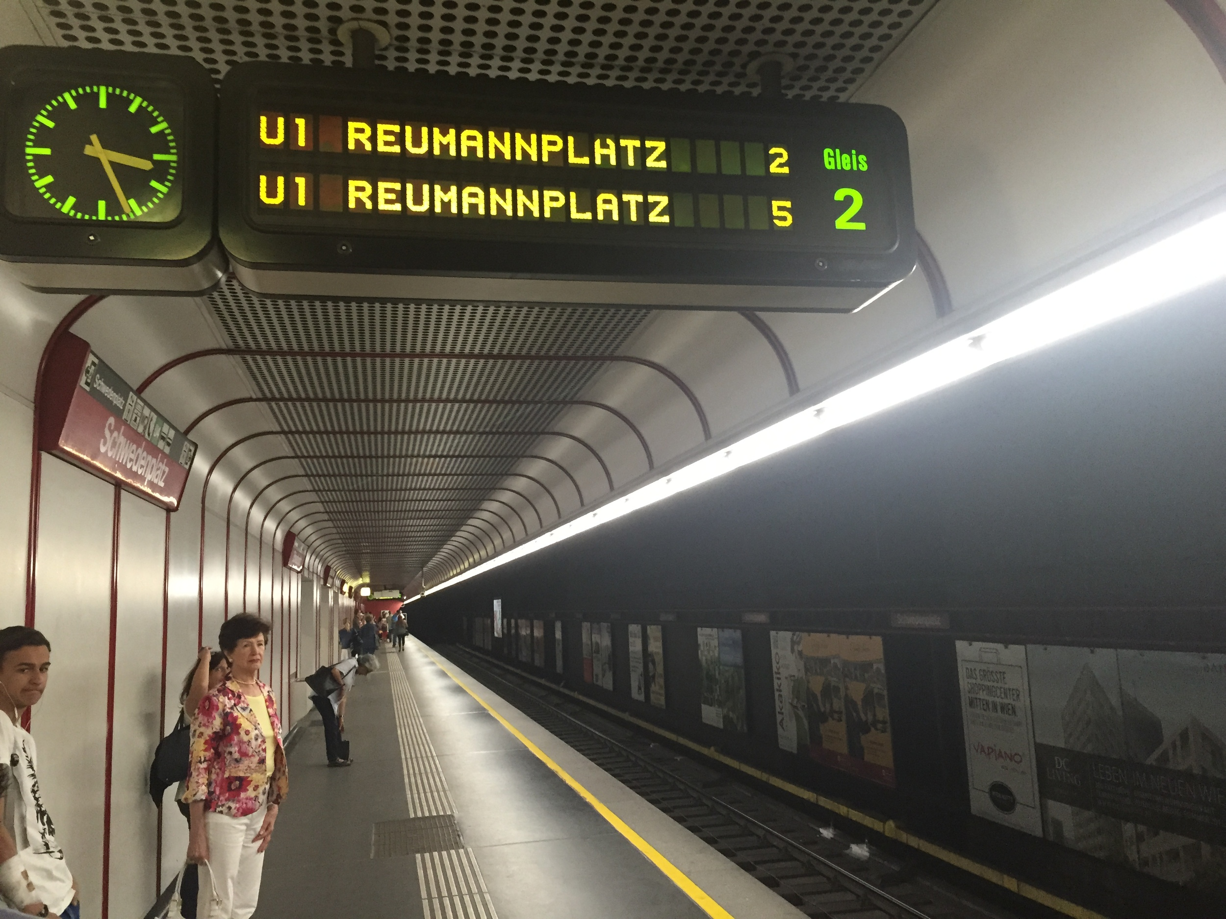 The estimated arrival time is the single digit number to the far right of the train destination (Reumannplatz)