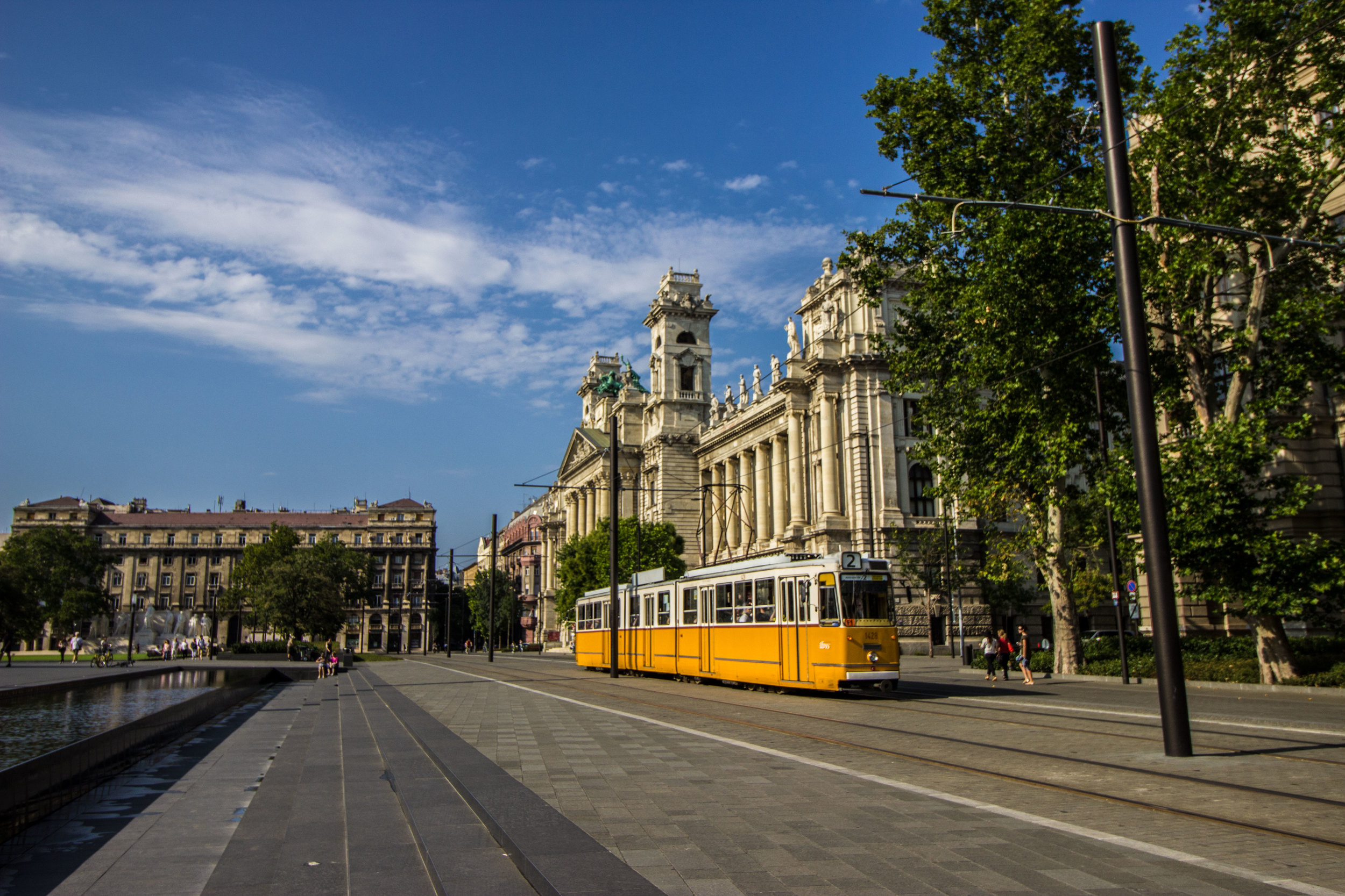 Tram 2 rolling by the Museum of Ethnography and Kossuth Lajos tér.