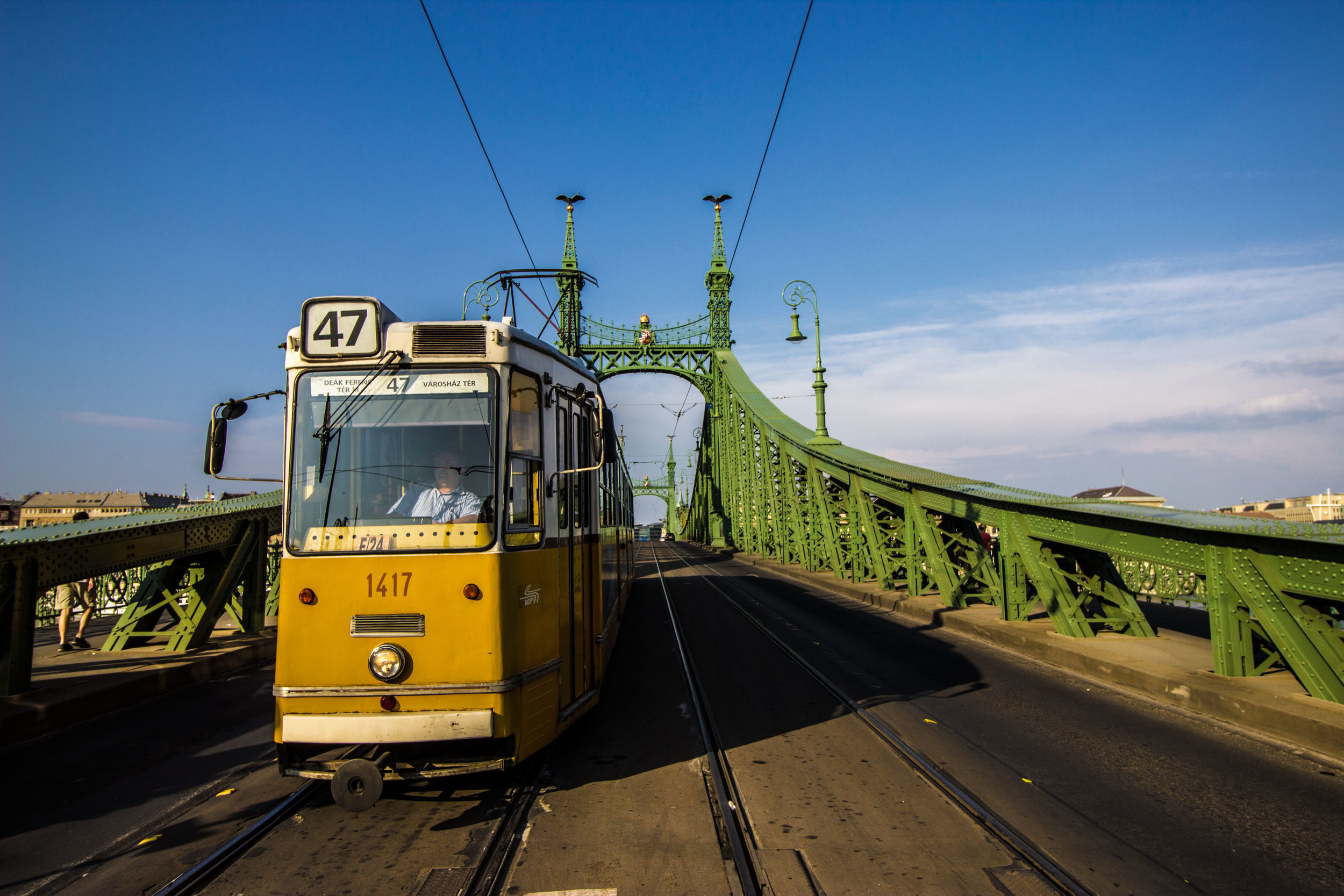 Tram 47 crossing the Freedom Bridge at the Gellért intersection.