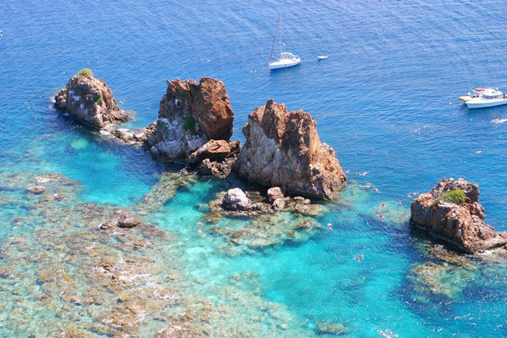 // Snorkel 'The Indians' →<p>Clear waters, protected reefs, and underwater caves make this a snorkeler's paradise.</p>