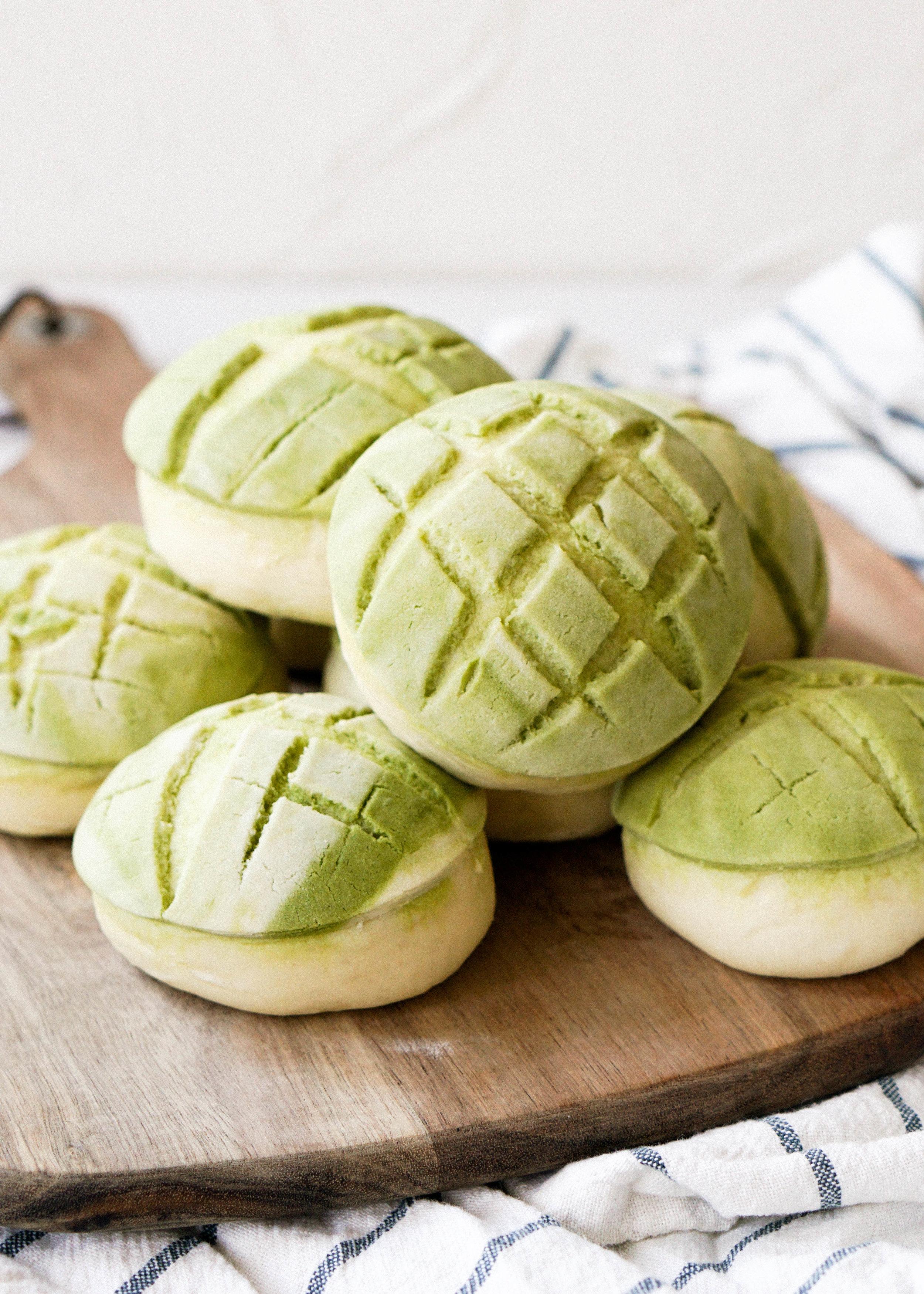 Matcha Pineapple Buns // https://eatchofood.com/blog/2019/1/1/matcha-pineapple-bun