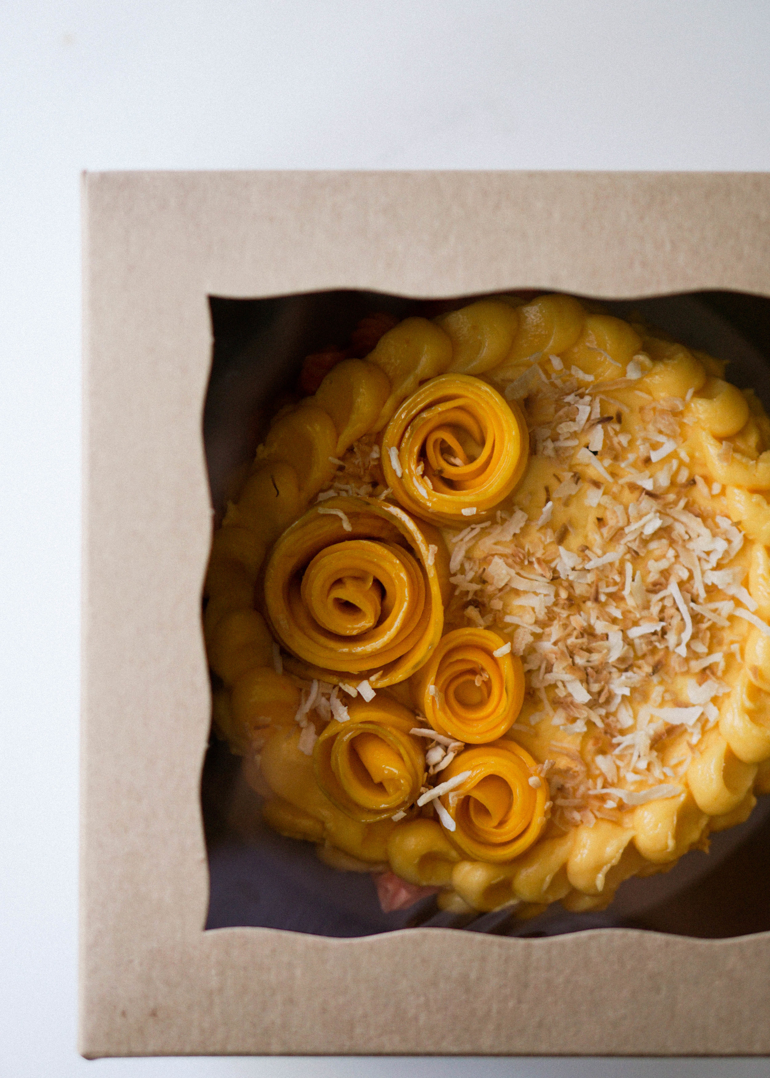 Mini Coconut Cake with Mango Buttercream - Eat Cho Food
