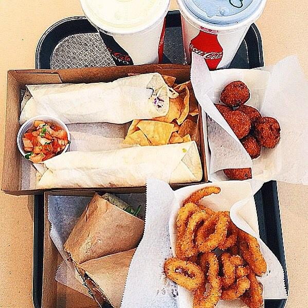Mmm hmm... Yes, please! 😋 - 📷 @dreamstyle1  #thechippyfish #anaheim #irvine #orangecounty #oc #oceats #ocfoodie #foodies #calamari #tacos #poboy #hushpuppies #foodies #eat #yum