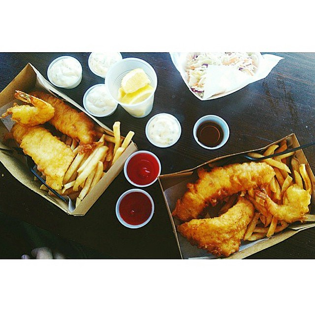 Lunch time. 😋🍴🐟 #fishandchips #fish #shrimp #packingdistrict #oc #yum #foodie - 📷 PC: @its_jessicarose