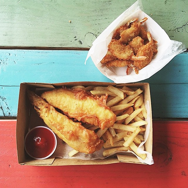 Happy Sunday. 🍟🐟☀️🍤😸 - 📷 PC: @love_and_peonies #anaheimpackingdistrict #anaheim #irvine #orangecounty #oceats #yum #foodie #foodfest #fries #shrimp #fish #fishandchips #seafood #nom #sunday #feedme #mmm