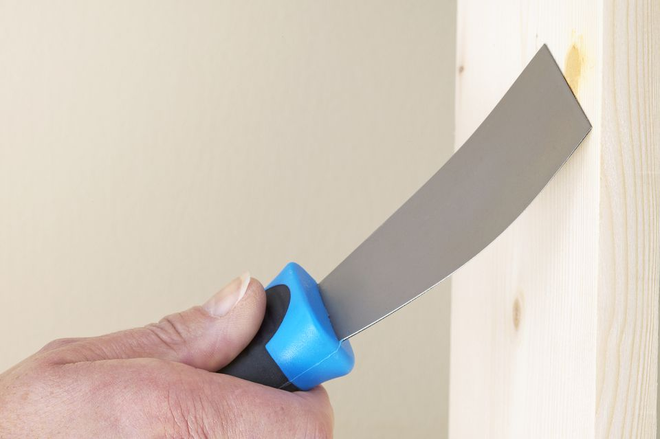 using-a-filling-knife-to-fill-a-hole-in-plank-of-wood-138705824-584aff6a3df78c491e115477.jpg