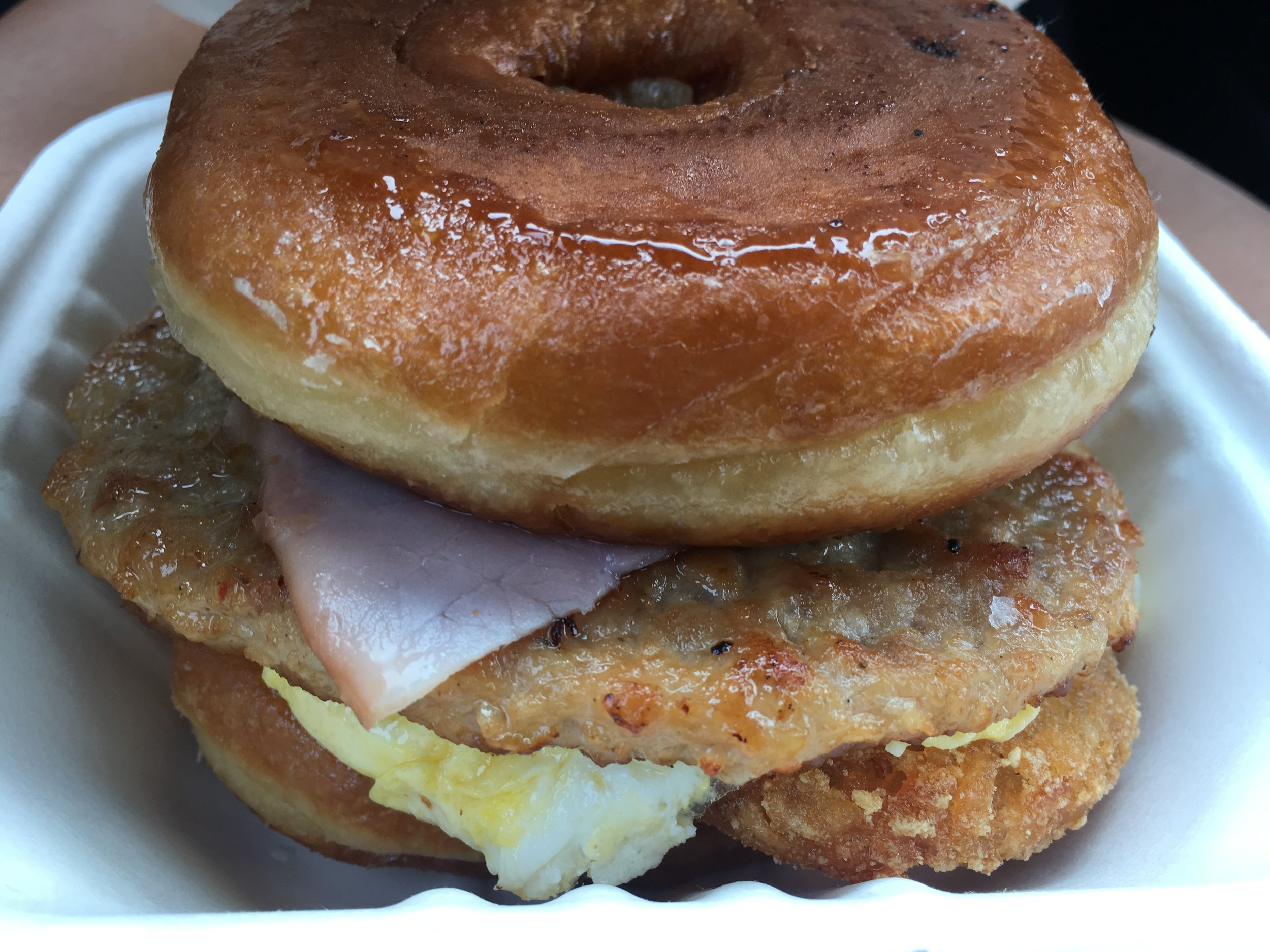 "Delicious Donuts ""Three Pigs"" Burger"