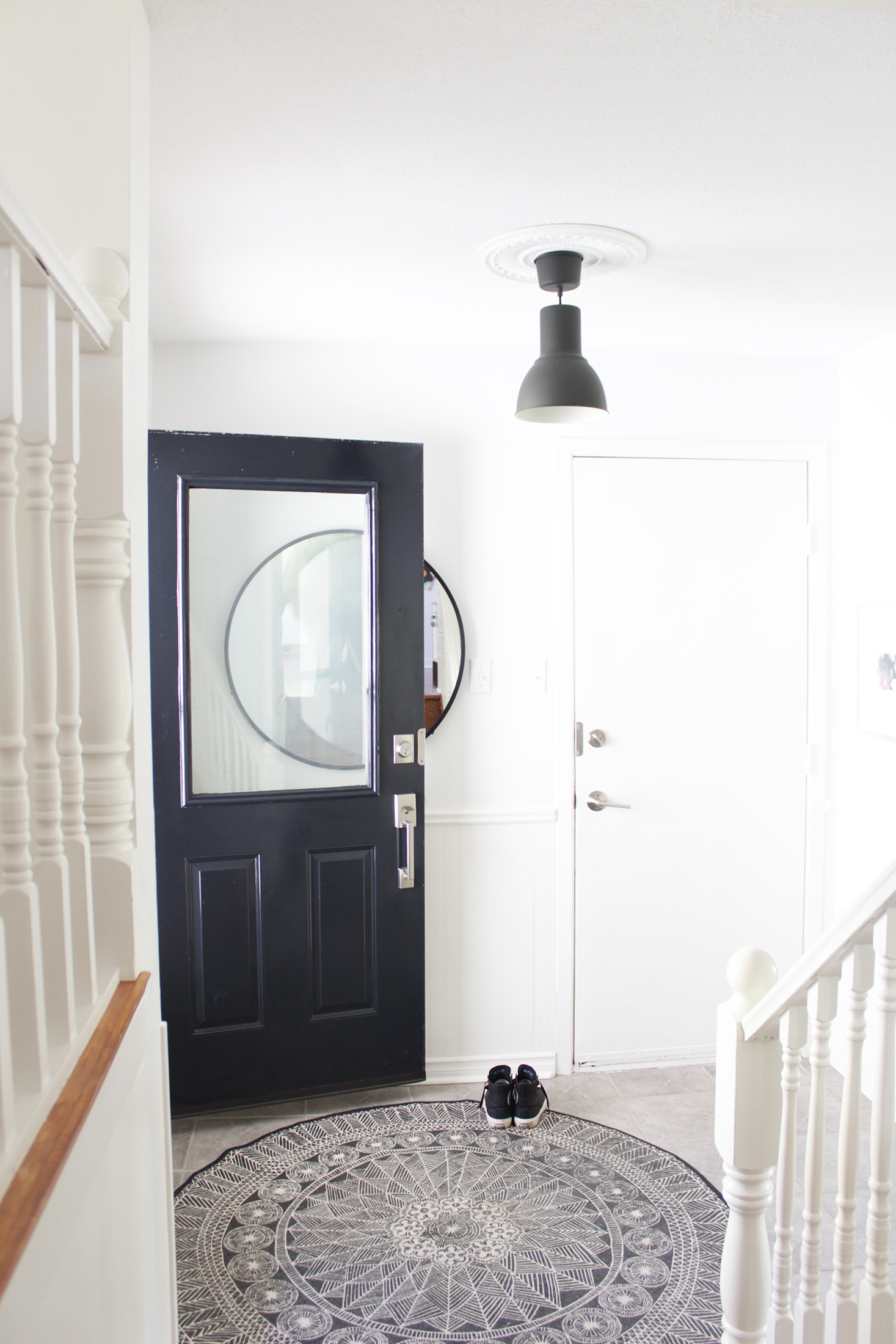 The pattern on this circular rug in the entry way is great and the large mirror is on trend.We do have similar taste and I know we would chat non stop if we were in the same room.