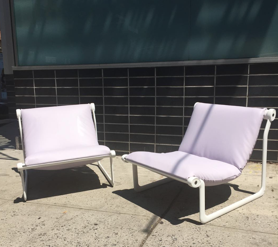 How fabulous are these modern chairs.