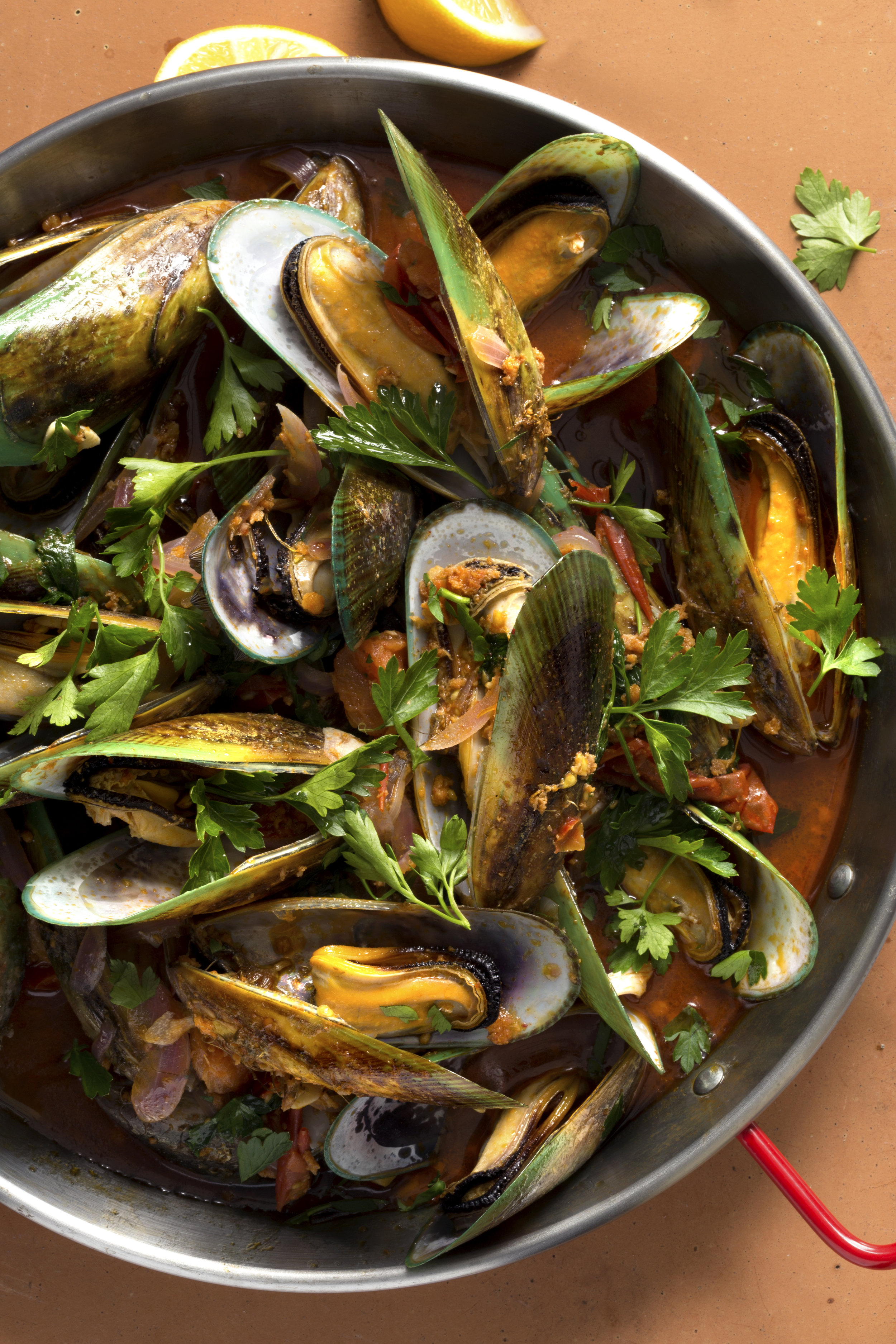 Mussels with Chorizo and tomatoes_IMG_0070a.jpg