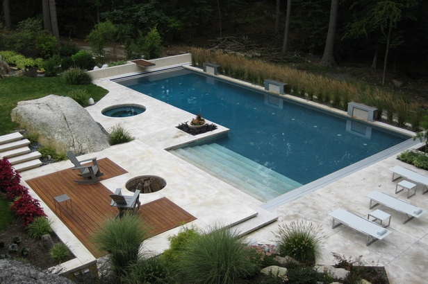L shaped pool with wading area