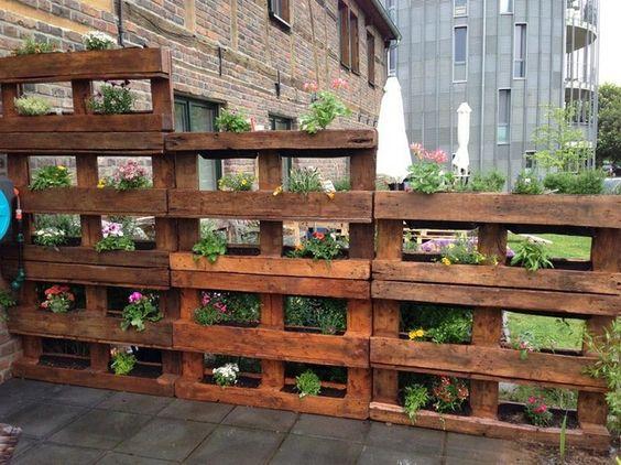 паллетный садовый забор