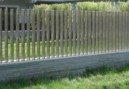 стальной серый забор
