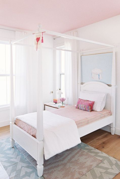 pretty farmhouse kids bedroom
