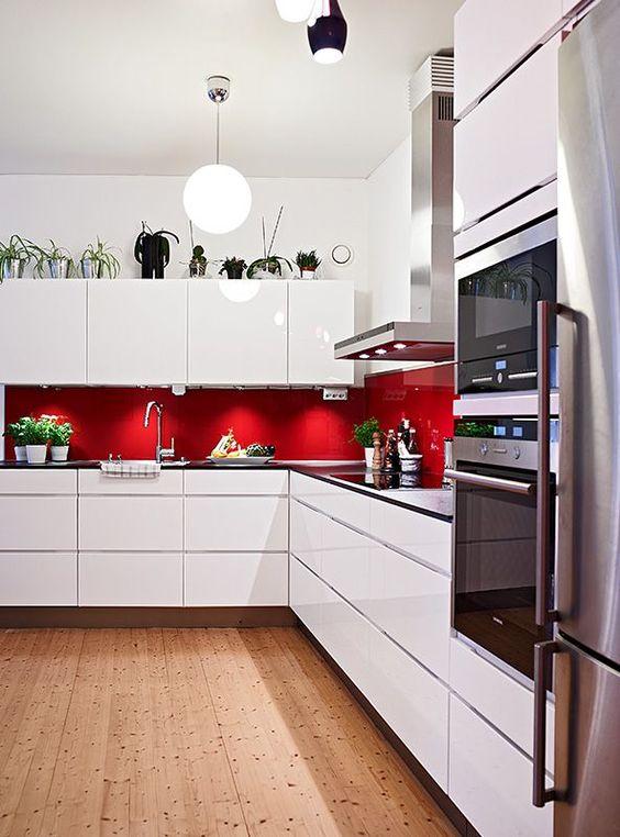 retro red kitchen splashback