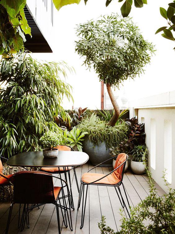 garden breakfast nook