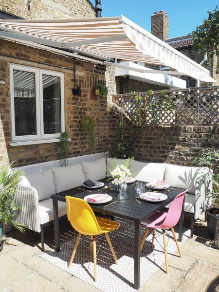 garden diner with awning