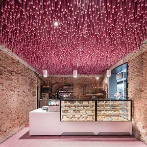 ideo-arquitectura-madrid-bakery-art-installation-strawberry-sticks-zachary-kraemer-one.jpg