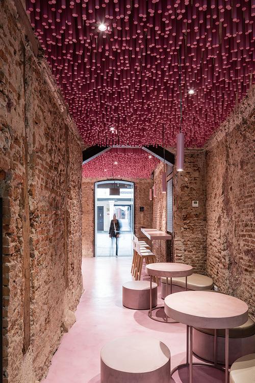 ideo-arquitectura-madrid-bakery-art-installation-strawberry-sticks-zachary-kraemer-five.jpg