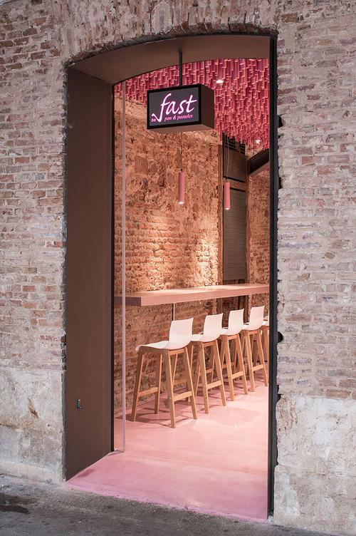 ideo-arquitectura-madrid-bakery-art-installation-strawberry-sticks-zachary-kraemer-seven.jpg