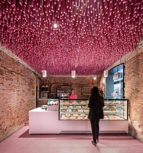 ideo-arquitectura-madrid-bakery-art-installation-strawberry-sticks-zachary-kraemer-three.jpg