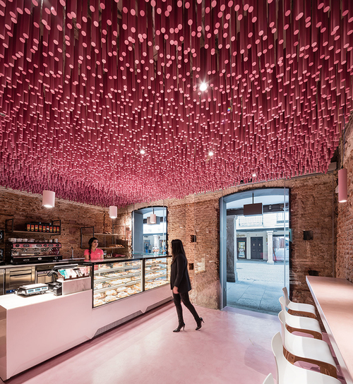 ideo-arquitectura-madrid-bakery-art-installation-strawberry-sticks-zachary-kraemer-two.jpg