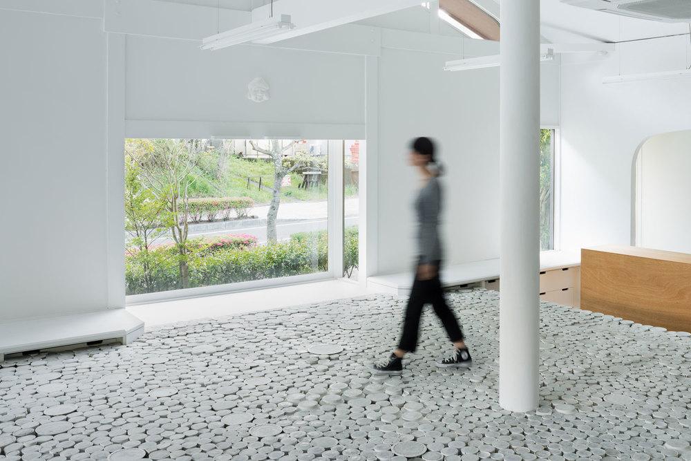 maruhiro-flagship-ceramics-store-viventium-design-zachary-kraemer-3.jpg