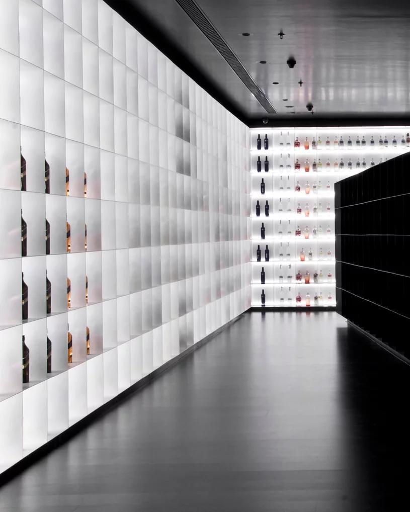 viventium-design-zac-kraemer-b&w-retail-design-7.png