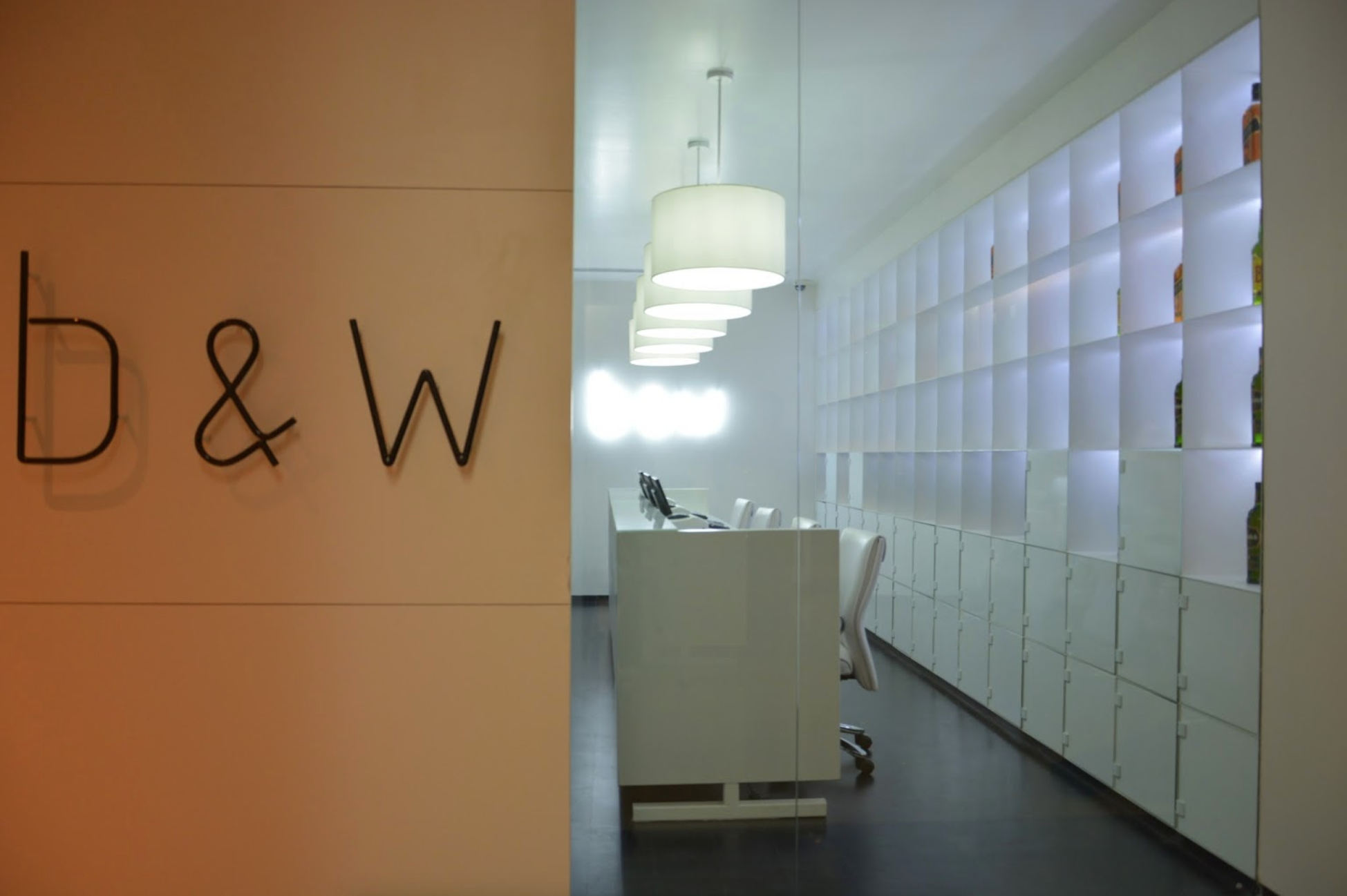 viventium-design-zac-kraemer-b&w-retail-design-10.png