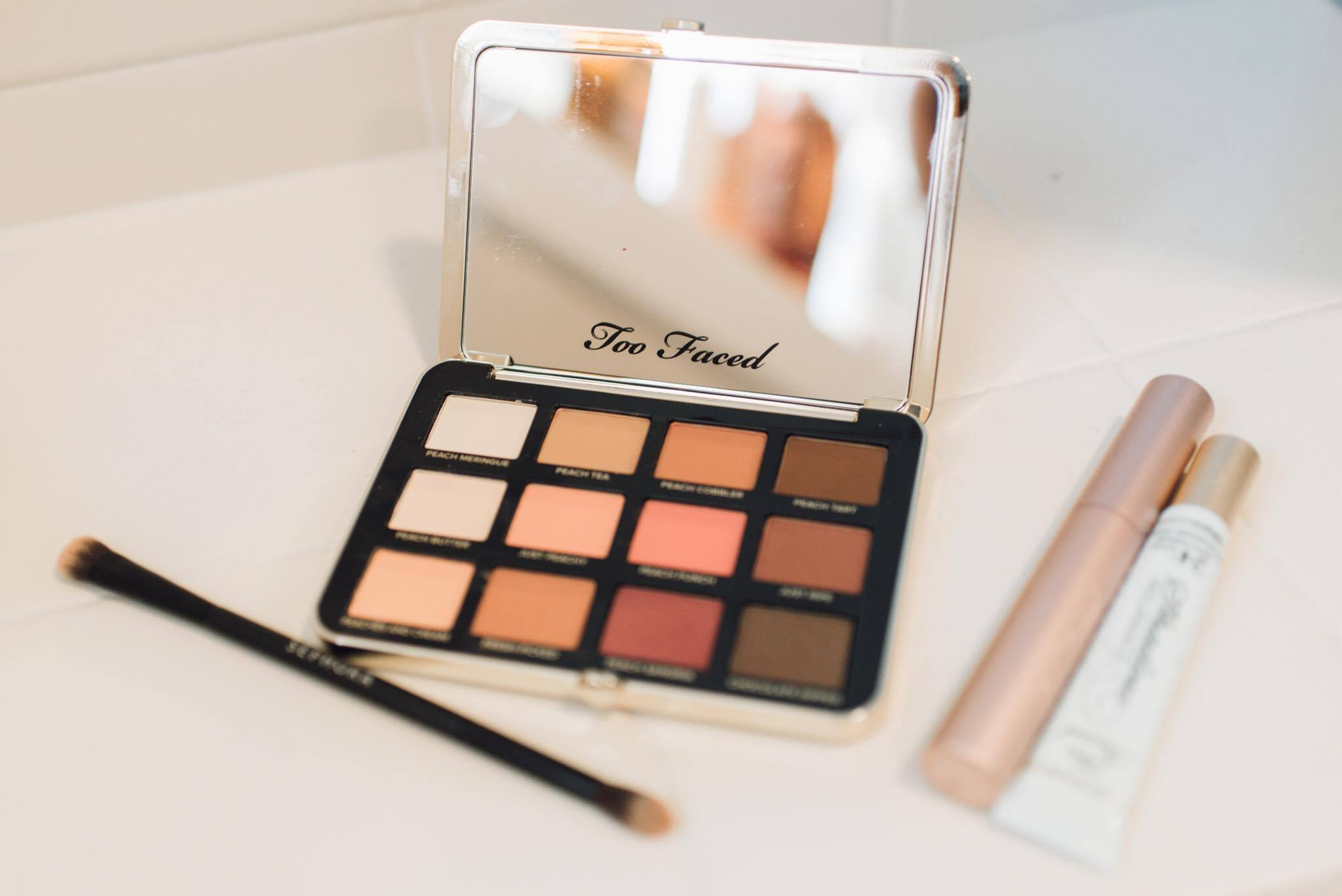 The 5 Minute Peachy Eye Makeup Tutorial by popular style blogger MomCrushMonday