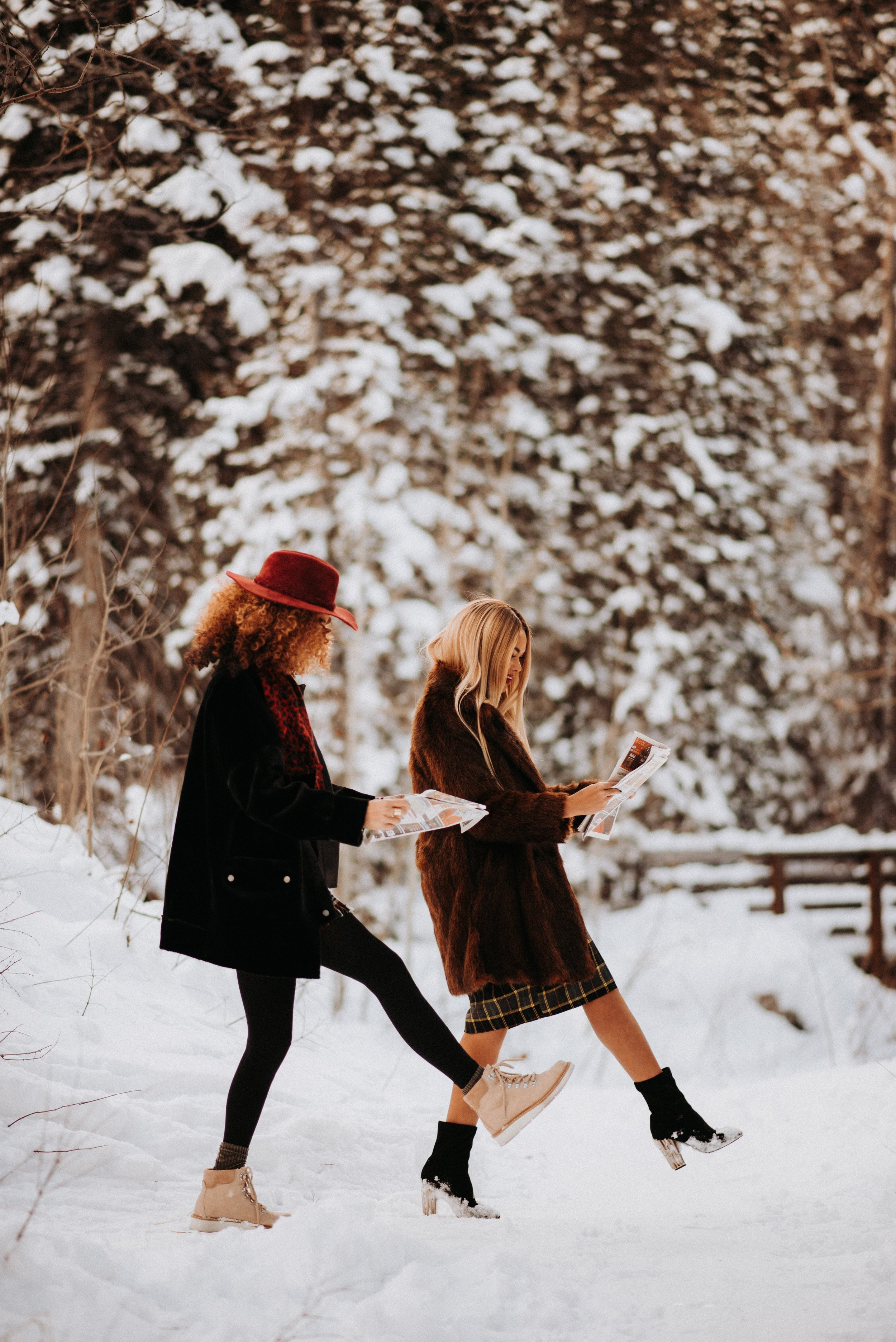 15 Ways to Be a Good Friend featured by top US lifestyle blog, Mom Crush Monday
