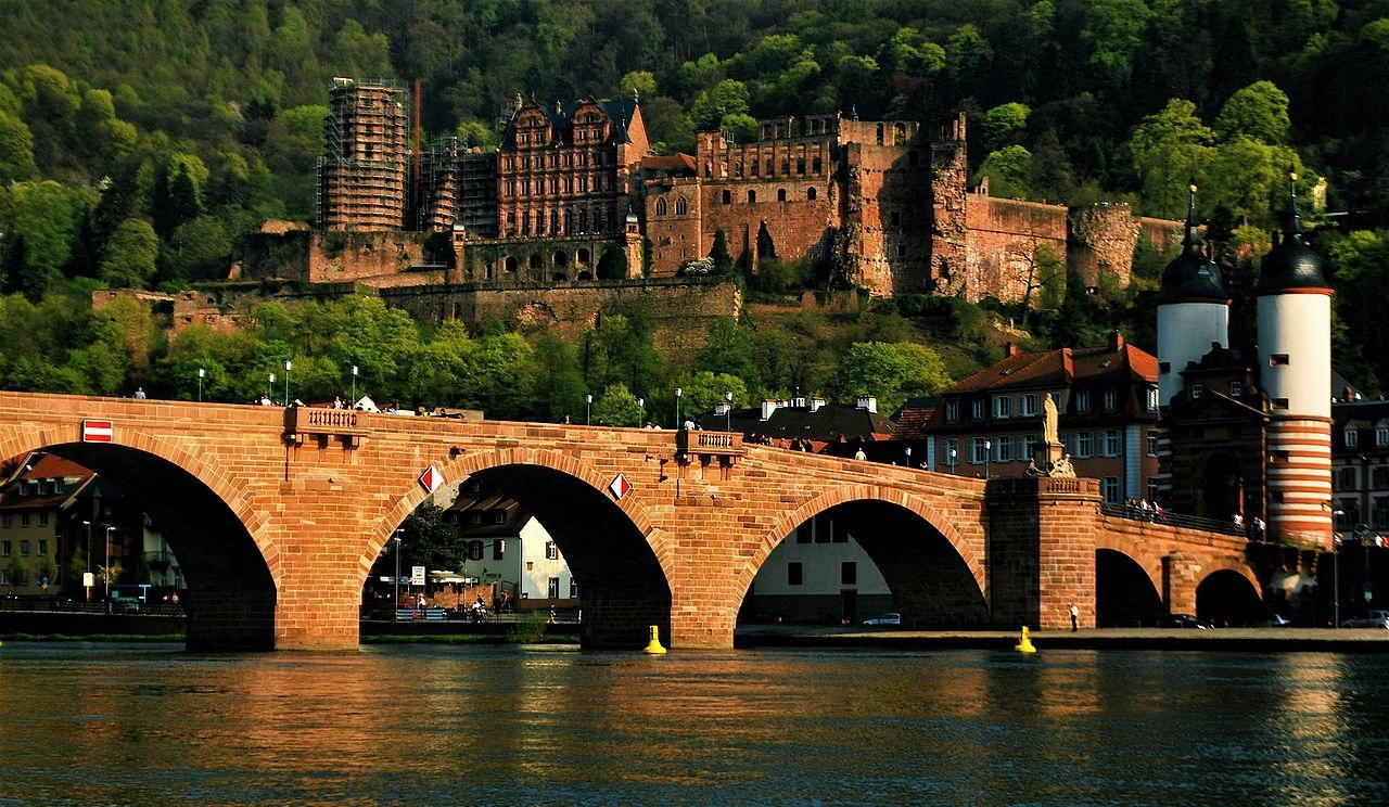 1280px-Heidelberg_Castle_and_Bridge.jpg