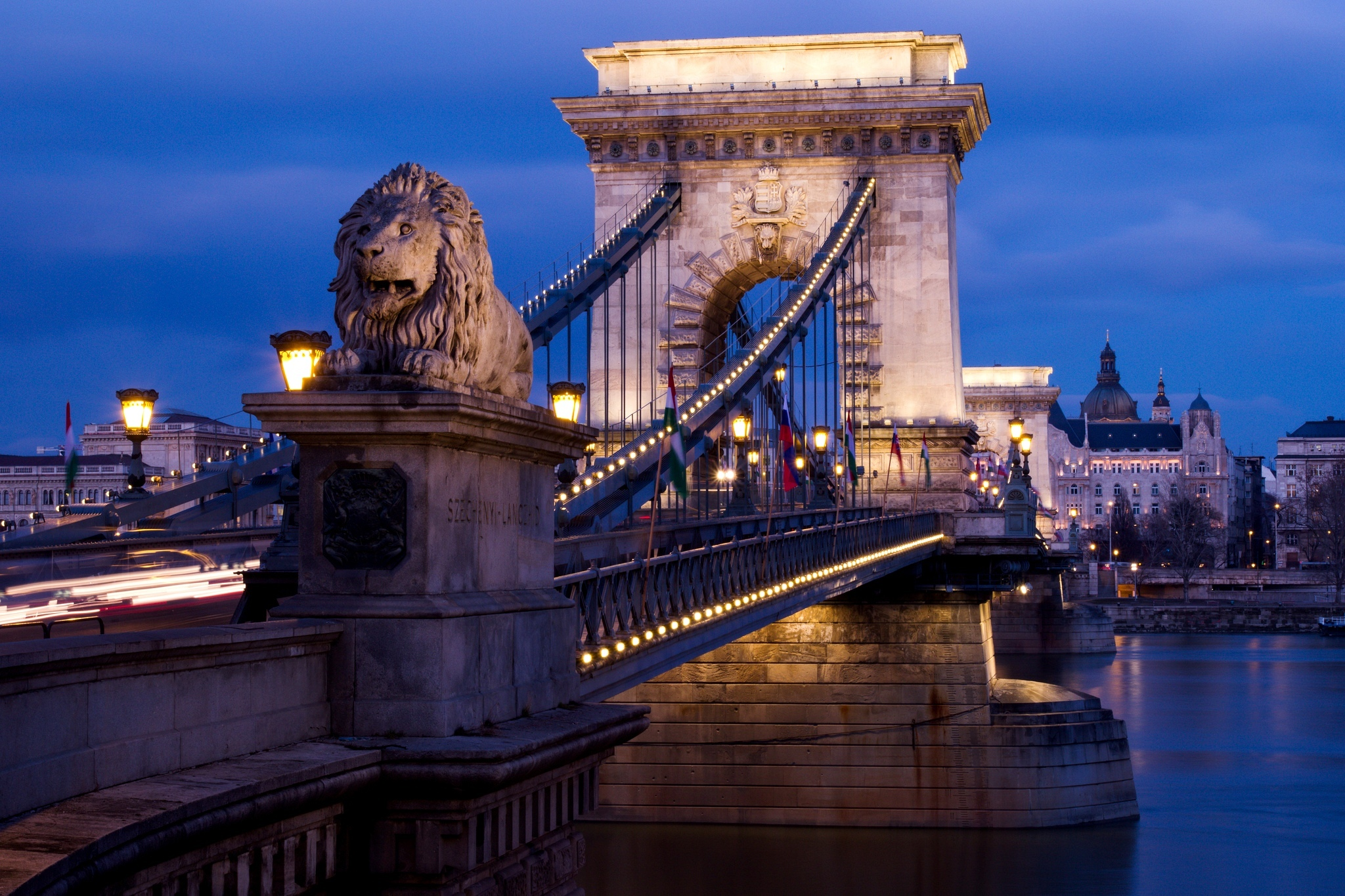 chain_bridge_budapest_at_night-other.jpg