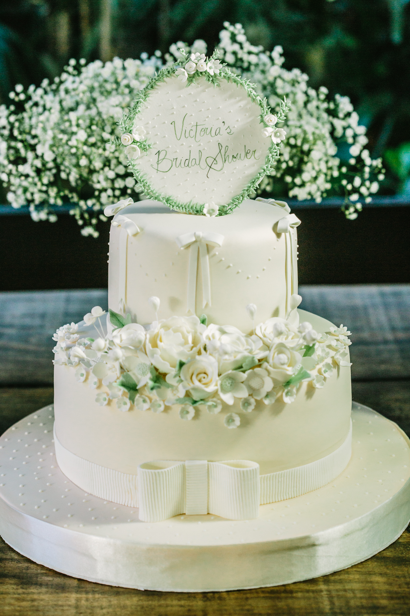 Rustic Chic Bridal Shower by Vie de Vic | Bridal Shower Cake | viedevic.com