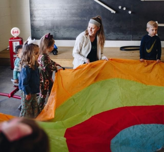You work hard all week long. Let us hang with your munchkins while you catch a breather. 😉 we've got the raddest staff who love to play with your kiddos!✌🏽⠀⠀⠀⠀⠀⠀⠀⠀⠀ ⠀⠀⠀⠀⠀⠀⠀⠀⠀ ⠀⠀⠀⠀⠀⠀⠀⠀⠀ 🔊 Shoutout to Mrs.Skylar for handling that parachute like a boss! 💪🏼⠀⠀⠀⠀⠀⠀⠀⠀⠀ ⠀⠀⠀⠀⠀⠀⠀⠀⠀ #kidsclub #sharethelove #happykidshappymom #mamamoments #kidsparties #babyturnsone #familytimes #cometogether #happymom #happymoment #happymommy #happyfamilytime #babyloves #happykids #thisbeautifullife #thisbeautifulworld #perfectmoments #mompower