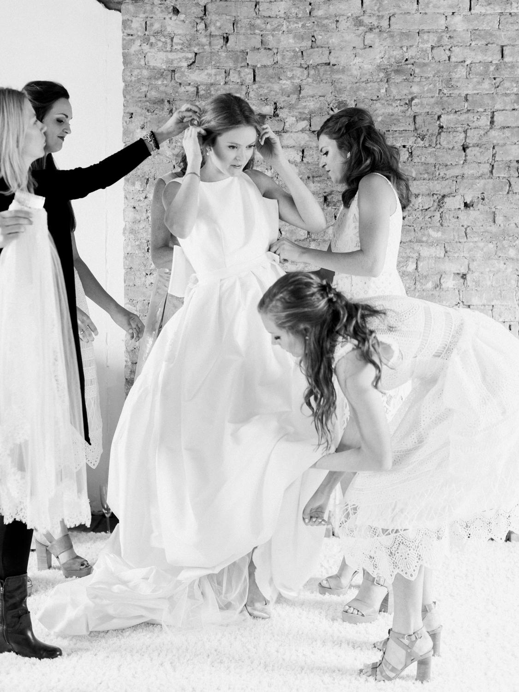 pittsburgh-wedding-photographer-intimate-garden-wedding-bumbleburgh-pennsylvania-elegant-simple-sophisticated-elegant-backyard-wedding-20.jpg