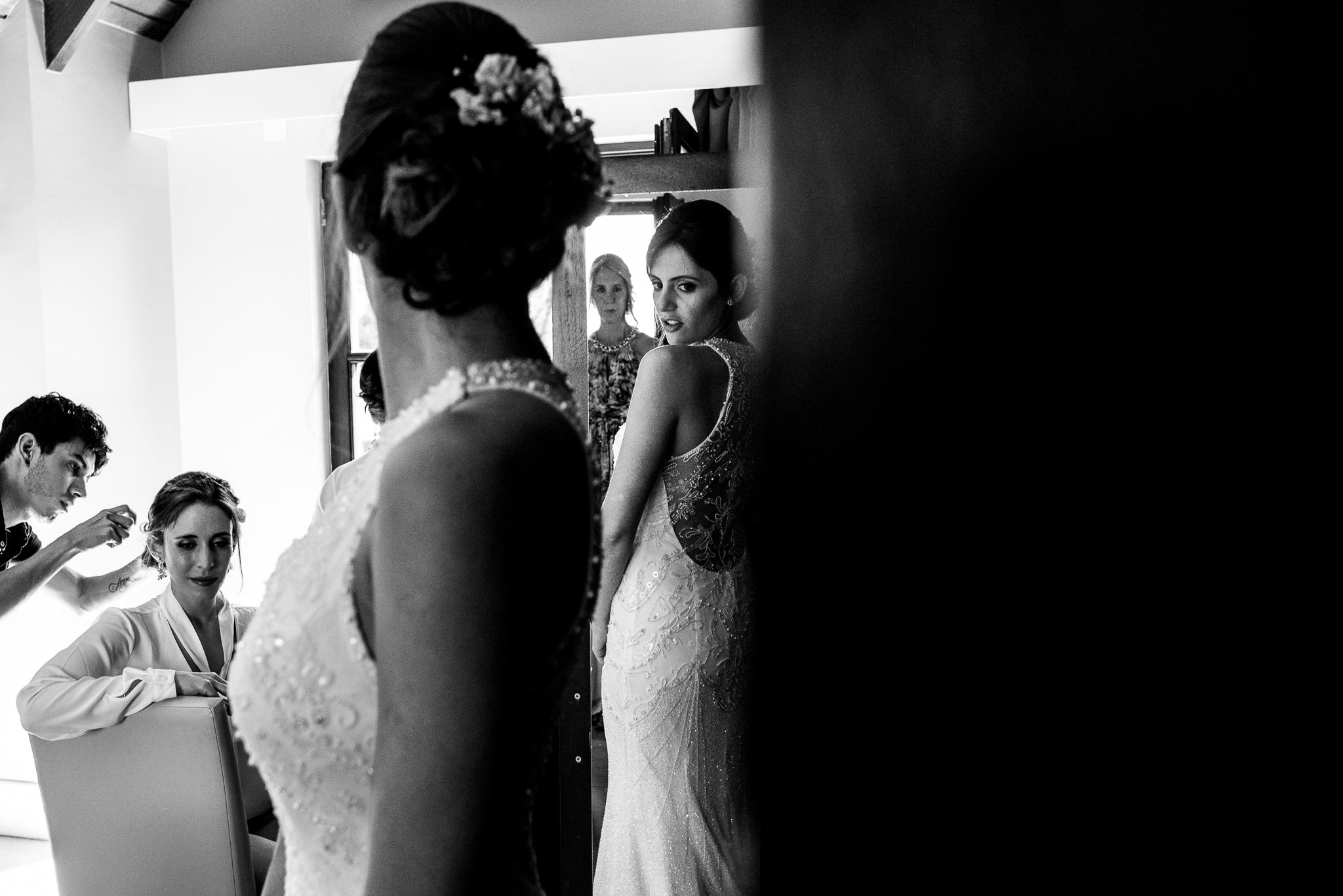 boda-bariloche-maxi-oviedo-fotografo-ramo-vestido-de-novia-13.jpg