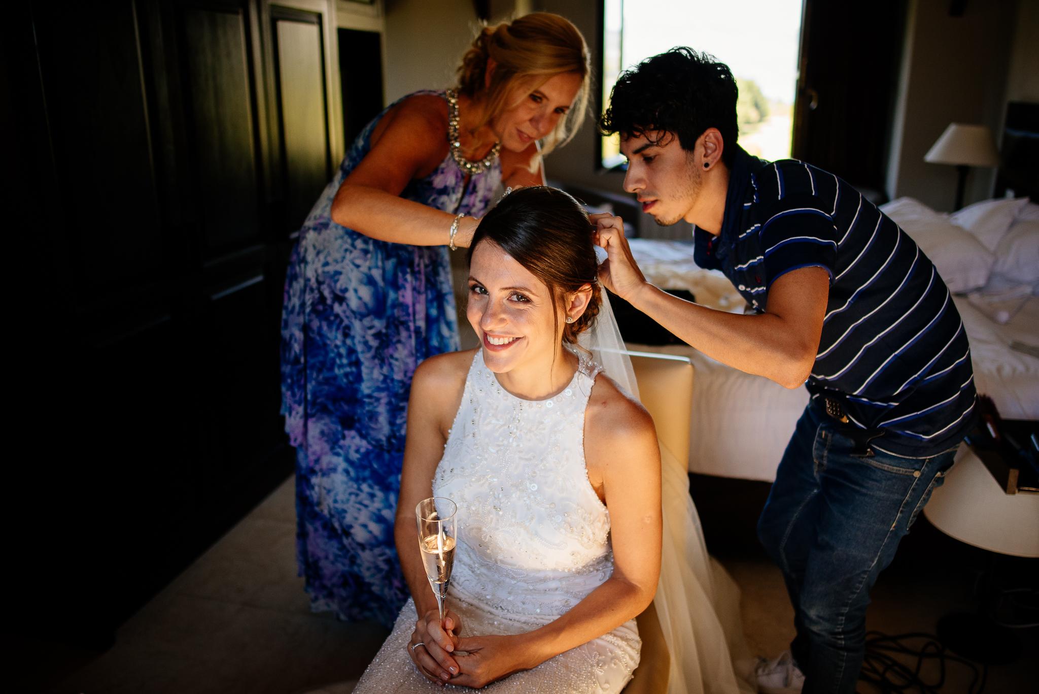boda-bariloche-maxi-oviedo-fotografo-ramo-vestido-de-novia-17.jpg