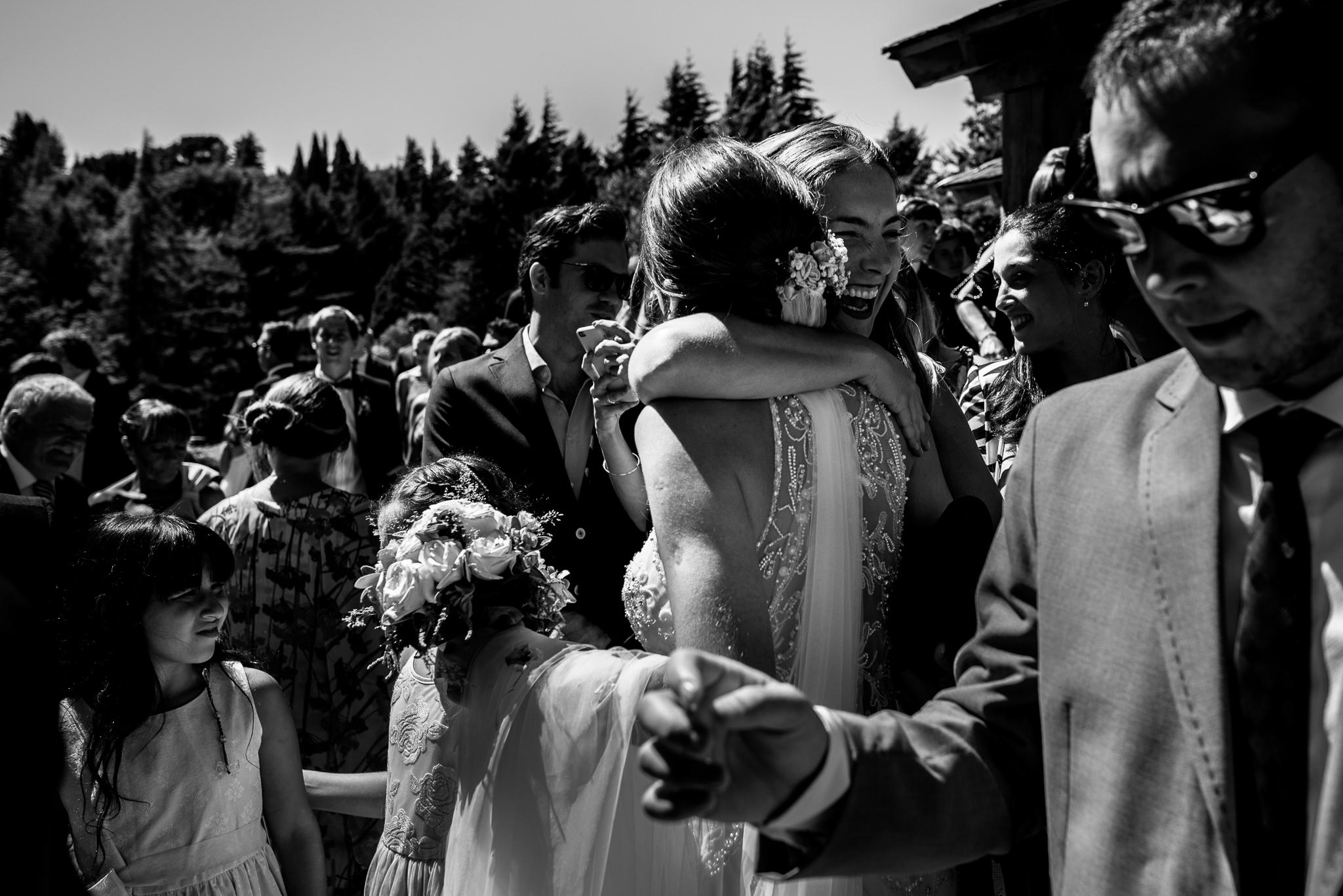boda-bariloche-maxi-oviedo-fotografo-ramo-vestido-de-novia-41.jpg