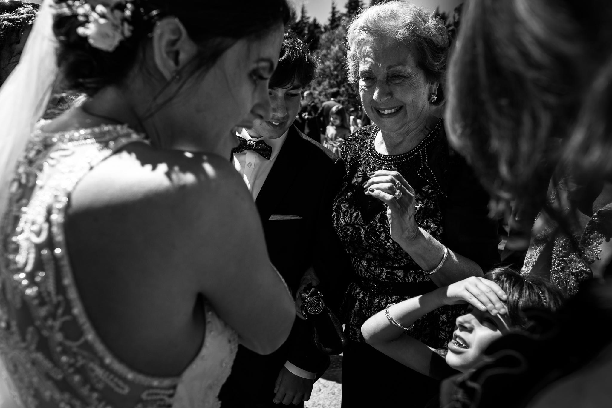 boda-bariloche-maxi-oviedo-fotografo-ramo-vestido-de-novia-43.jpg