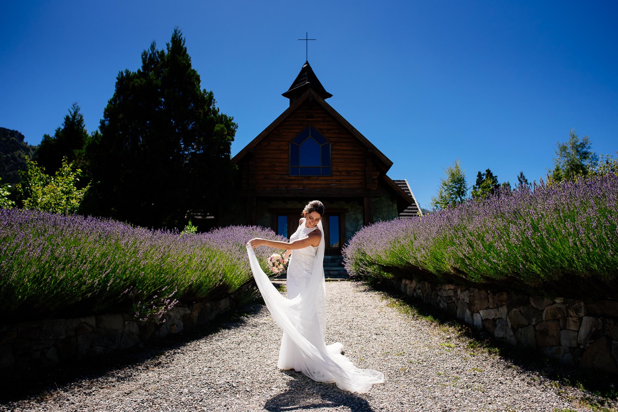 boda-bariloche-maxi-oviedo-fotografo-ramo-vestido-de-novia-47.jpg