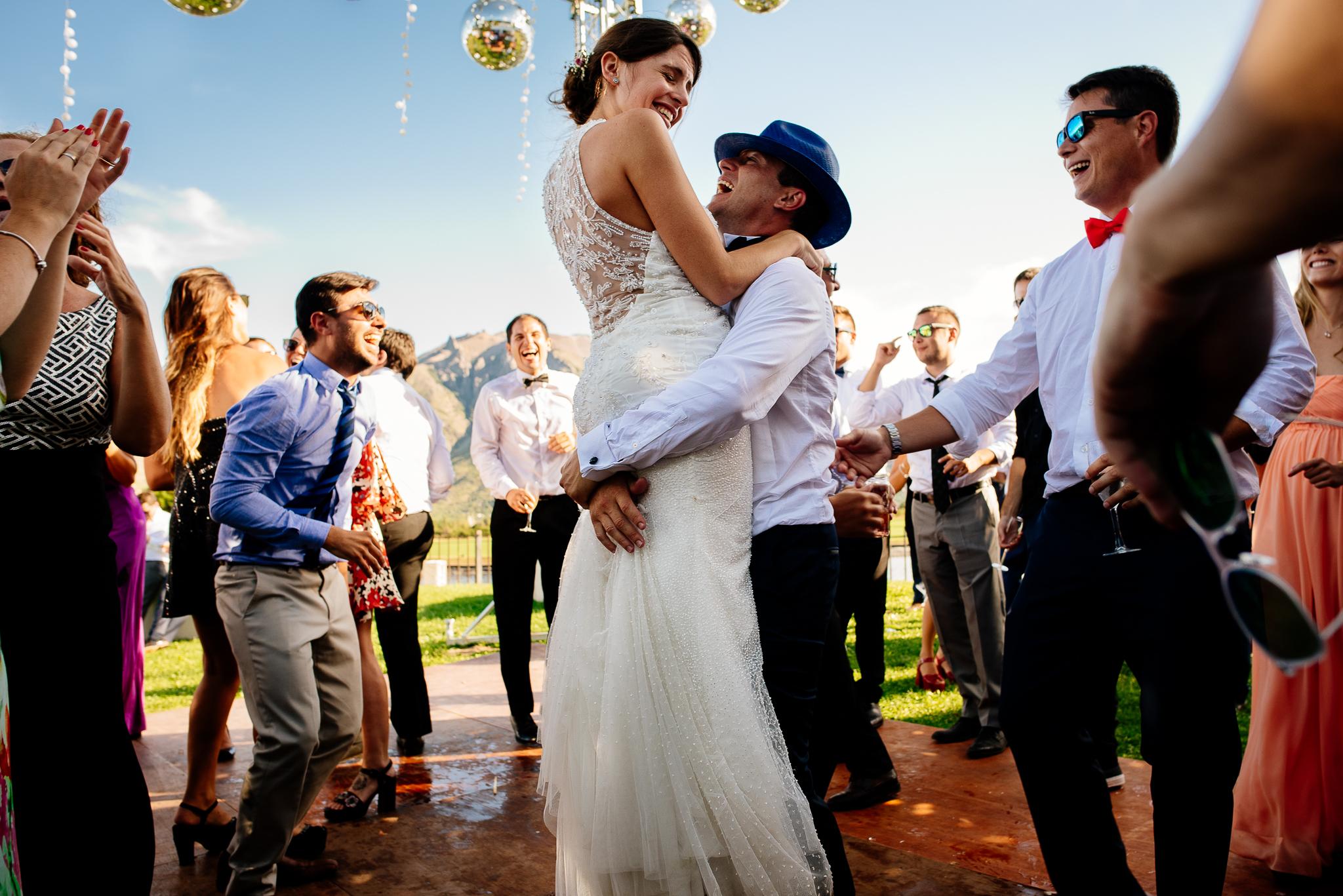 boda-bariloche-maxi-oviedo-fotografo-ramo-vestido-de-novia-59.jpg