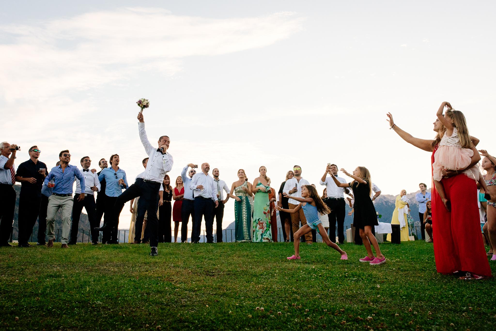 boda-bariloche-maxi-oviedo-fotografo-ramo-vestido-de-novia-66.jpg