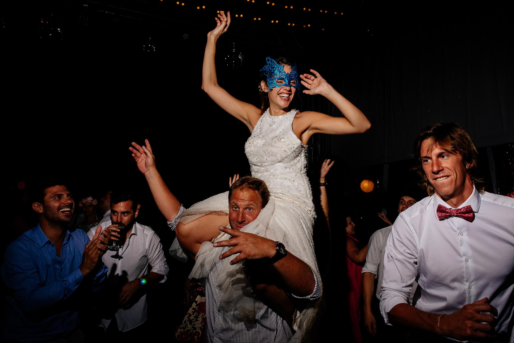 boda-bariloche-maxi-oviedo-fotografo-ramo-vestido-de-novia-70.jpg
