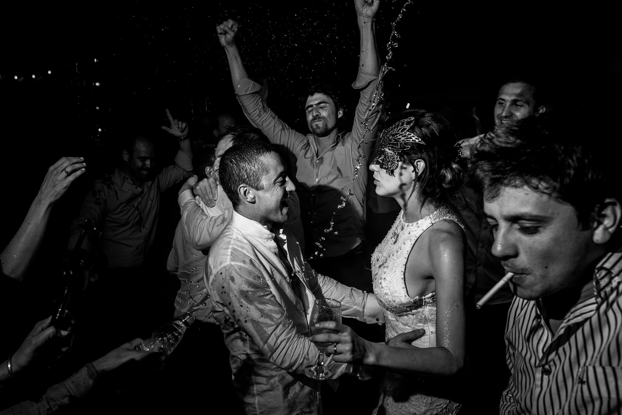 boda-bariloche-maxi-oviedo-fotografo-ramo-vestido-de-novia-76.jpg