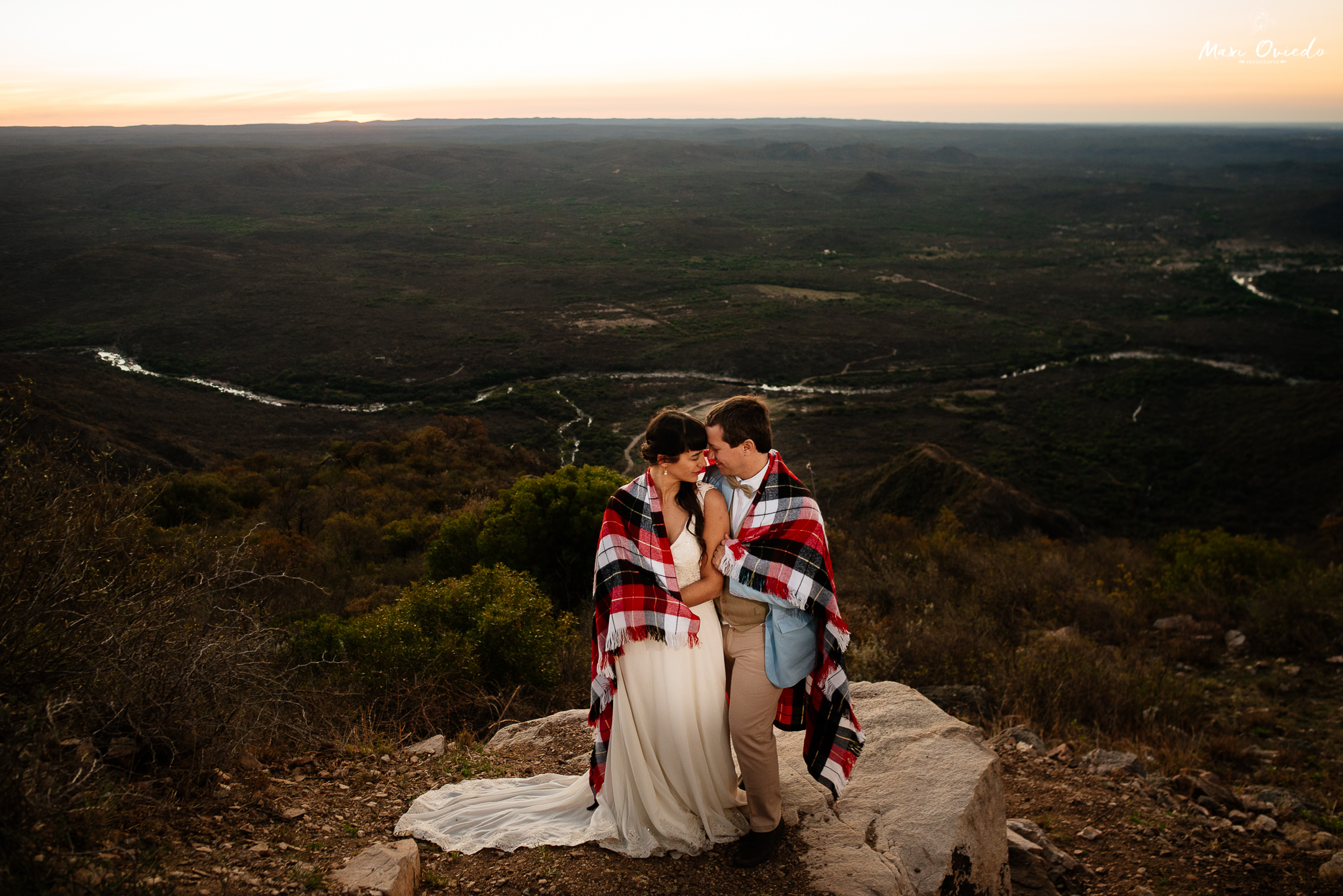 boda sextuple la cumbre cordoba cuchi corral fotografo de bodas fotografo de casamientos rosario san nicolas argentina vestido de novia ramo de novia-41.jpg