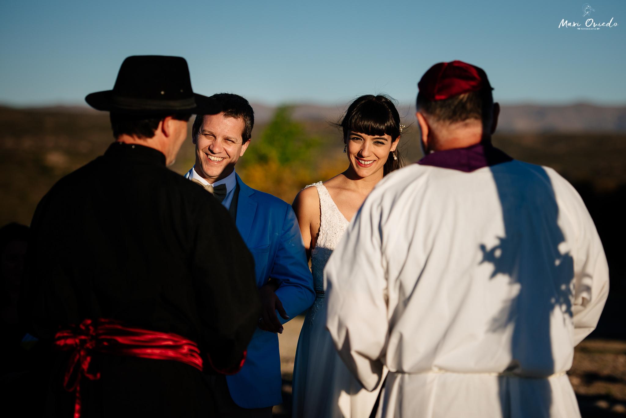 boda sextuple la cumbre cordoba cuchi corral fotografo de bodas fotografo de casamientos rosario san nicolas argentina vestido de novia ramo de novia-24.jpg