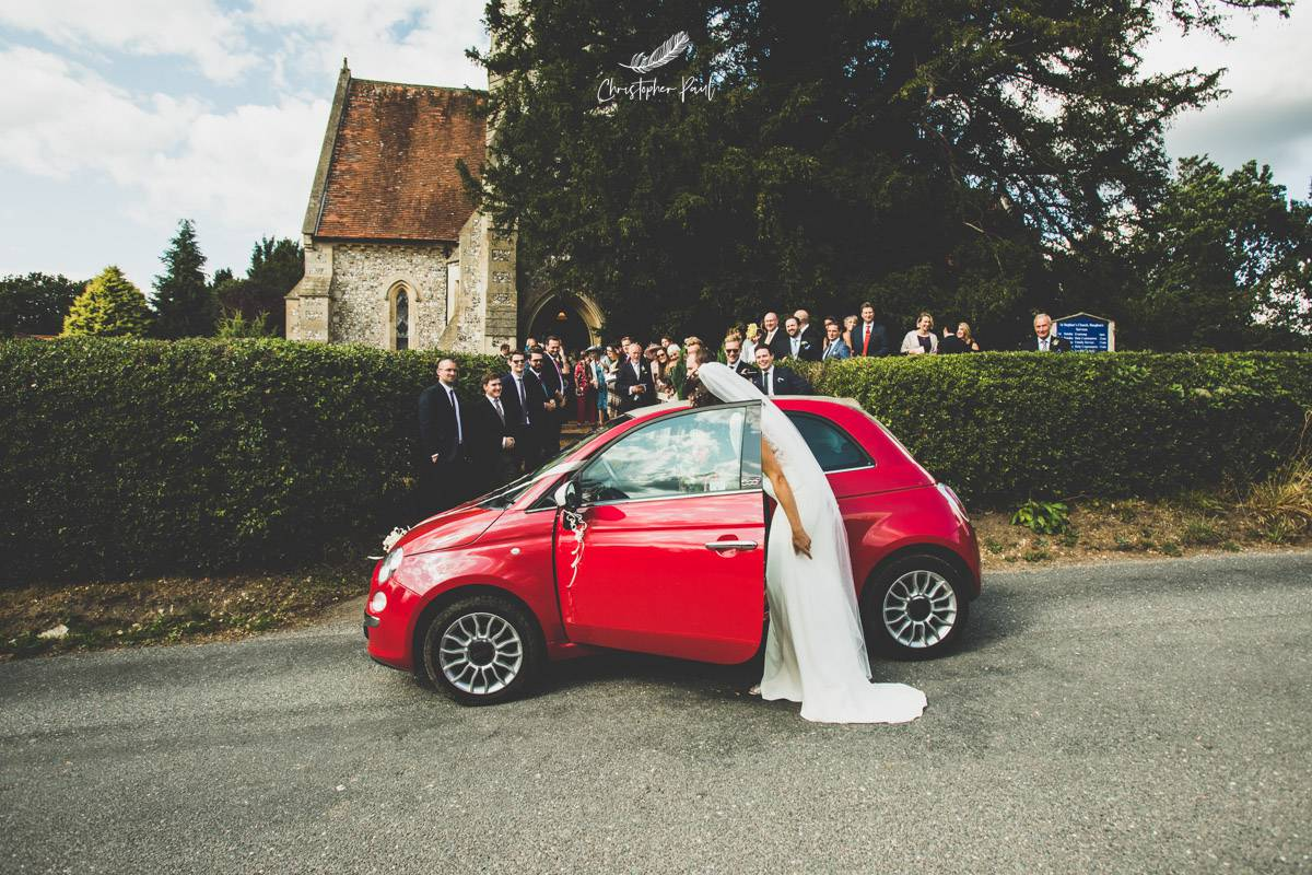 Even the colour of the wedding car had a summer vibe