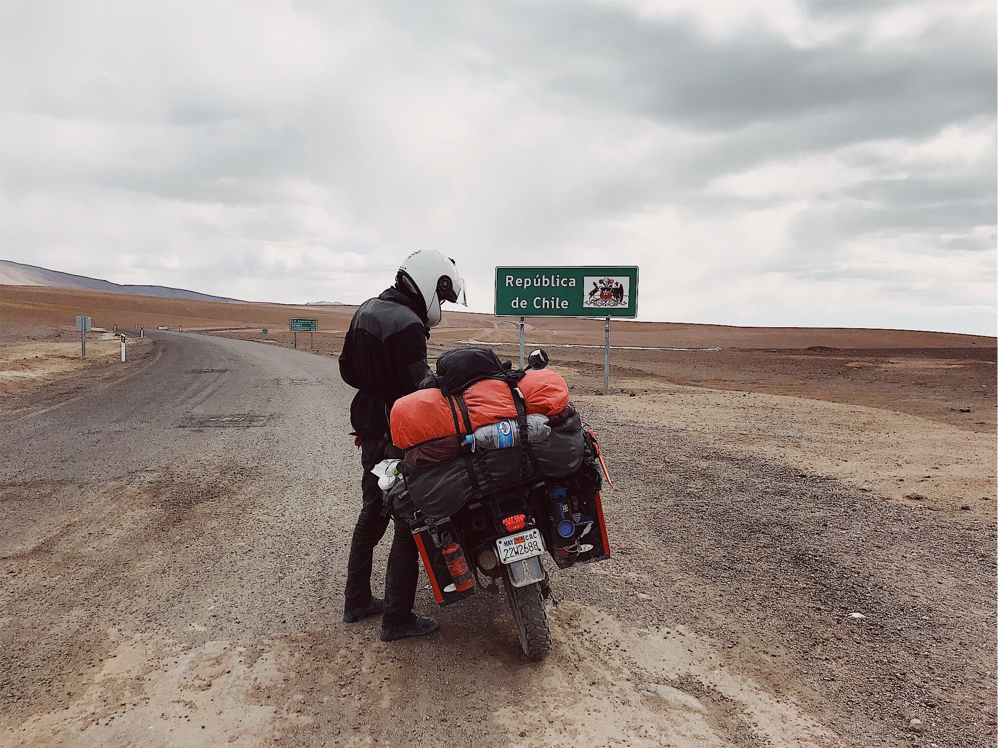 Gravel meets asphalt at the border between Bolivia and Chile. By Diana Juárez.