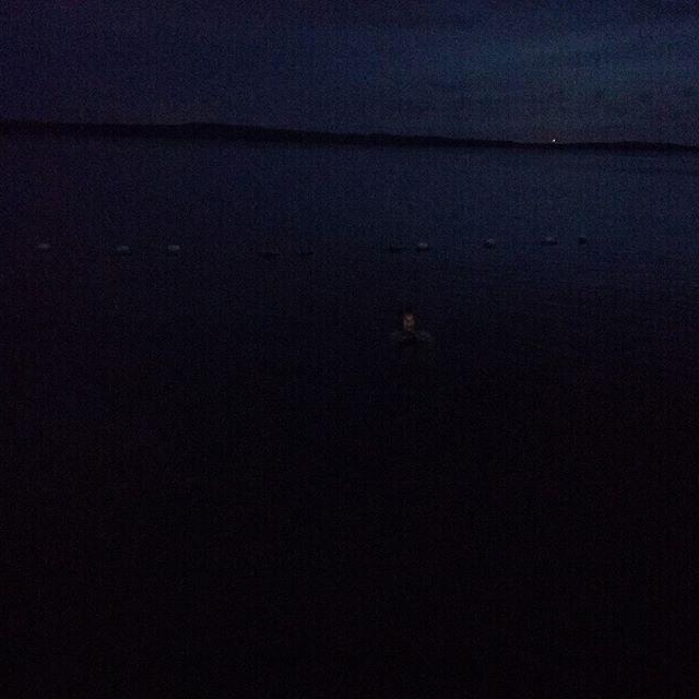 Kasvot vedessä. #kesä Kuva, jonka otin yöuinnilta.